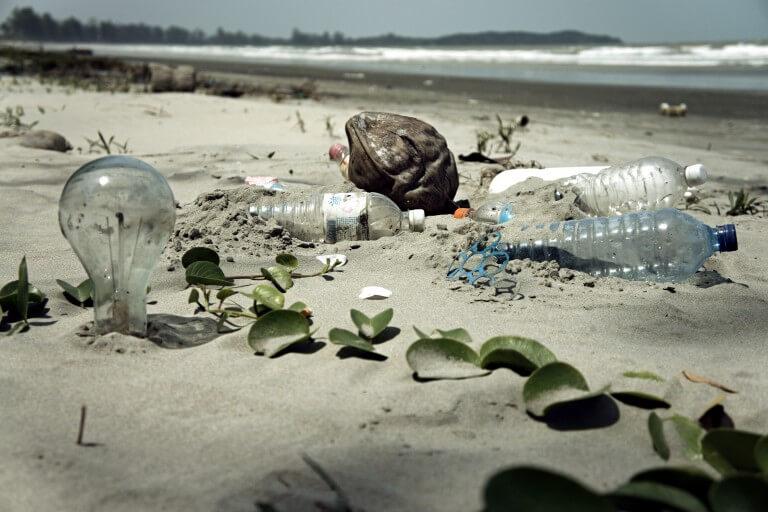 Plastic Rău